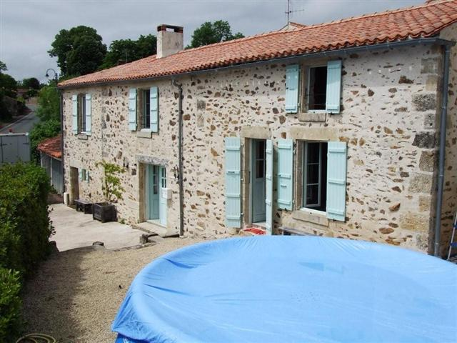 Rue du Lac farmhouse and holiday gite with plunge pool, Mervent, South Vendee