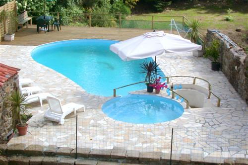 Self catering Gites with heated swimmiing pool in the Vendee